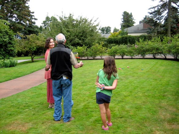 Jean-Loup gives Janice & Ravenna pointers on pétanque| ©2014 HouseofHank.me